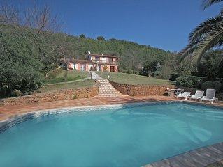 Rustig gelegen villa geschikt voor 10 pers, nabij golfbaan en dorp