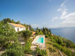 3 bed 3 bath, sea views, walking distance to amenities, WiFi, A/C