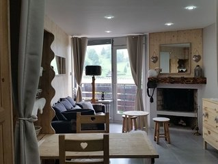 Studio 3 *** de 28 m² avec cheminée et balcon dans résidence au pied des pistes