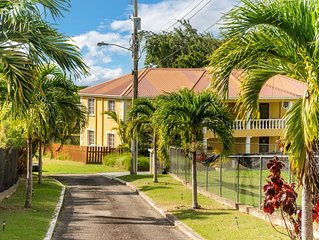 Gated, quiet location, spacious open-plan GF, garden, pool, fast wifi, en suites