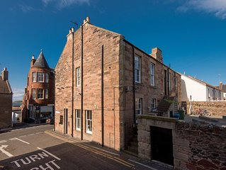 Auld Beach View - Two Bedroom Apartment, Sleeps 3