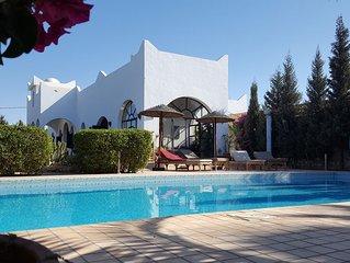 Villa de charme avec piscine prive et cuisinière