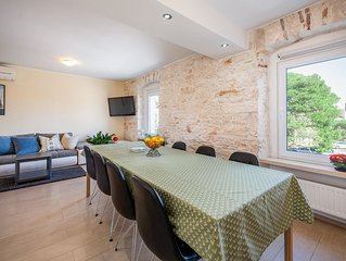 NEW RENOVATED VILLA, 5 MIN WALKING FROM THE BEACH , 12 people, free parking