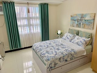 Chillax7  at 101 Newport Blvd near Manila airports w/ pool+Wi-Fi+Netflix