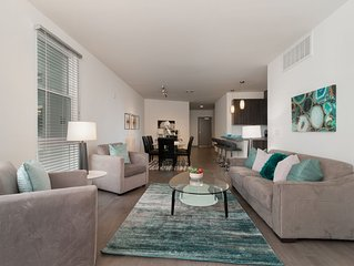 Luxury Large Two Bedroom Near Americana