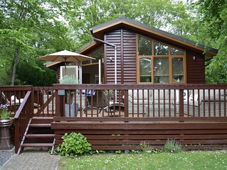 Cosy Up *Deckhouse23: Luxury Lodge with Large Deck & Garden - Small Dog Friendly