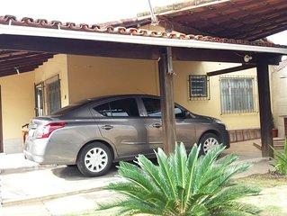 Otima Casa,Centro, 3 qtos,1suite, ( 2qtos c/ar Split), 3Bh,Wi-fi, Sky, Garagem .