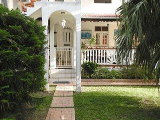 villa nanou, maison de location avec un petit jardin et une belle terrasse