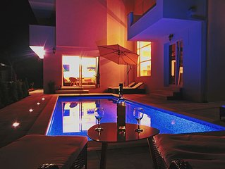 Villa (300 square meters) with a pool(8+2) 300m to beach