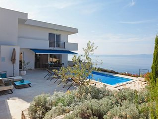 Holiday Villa with pool and jacuzzi