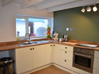 JUBILEE COTTAGE -  SAUNDERSFOOT  CENTRALLY LOCATED - MINUTES TO THE BEACH
