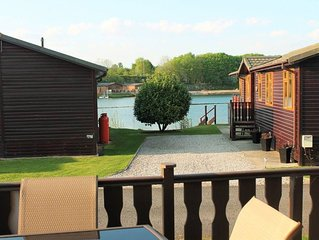 Luxury Lodge with shared Pool and free in lodge WIFI