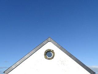 Spacious Hi-Spec home overlooking the sea - 5 bedrooms – sleeps 9
