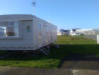 3 bedroom caravan. Sleeps 6. Close to beach.