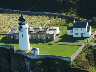 The Lighthouse Cottage - unique, spacious house with stunning seaviews