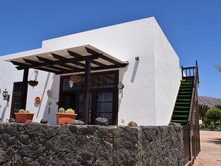 Beautiful 2 bed villa, roof terrace & Sea Views , Free Wifi, 5 mins walk to bars