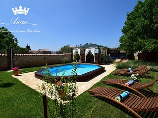 Family house with private pool, little paradise