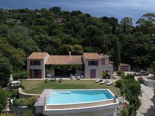 Villa architecturee au Rayol, vue incroyable, piscine, climatisation, classee