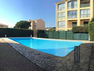 Agréable faux T3 dans résidence avec piscine, parking privatif et terrasse
