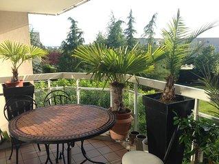 petit paradis avec terrasse grande piscine au calme à 10min du centre historique