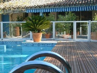 Beau Mas provençal dans grand jardin boisé avec piscine à deux pas de la mer