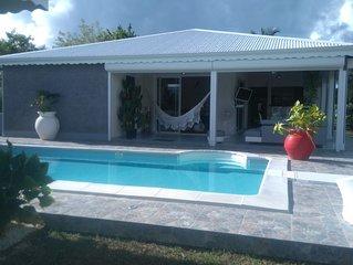 Villa avec piscine et barrière de sécurité amovible, à 500m de la plage