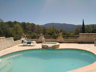 Maison avec piscine privée. Calme avec vue panoramique. Arrière-pays varois