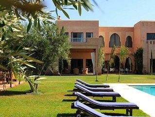 Villa sur un hectare avec grande piscine privée, toute proche de Marrakech
