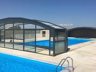 Chalet 2 chambres dans domaine avec piscine chauffée