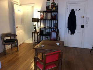 Charming large Studio Center Paris, the lively and fashionable neighborhood