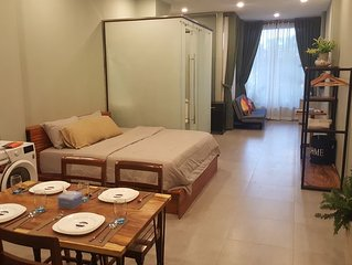 Near Royal Palace-GardenView Apt w Rooftop&Jacuzzi