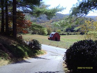 'Dood's Ranch', cozy mountain cottage on horse farm in Waynesville!