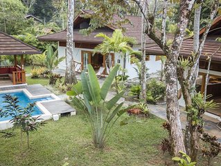 LUXURY BALINESE STYLE VILLAS WITH POOL, 150 METERS FROM THE BEACH