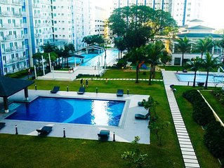 Cozy 1BR Condo Unit with Strong W-fi and Very Near to SM North EDSA Mall & Bars