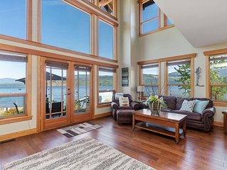 'True' Shuswap Lakefront property - Lake access out your back door!