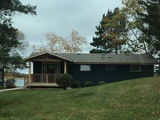 Cozy cabin with amazing sunsets & great flat lake side lot