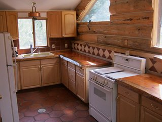 Glen Haven Cabin on Fox Creek. Pet friendly. Quiet neighborhood.