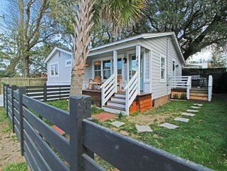 Charleston Cottage Close to Downtown!