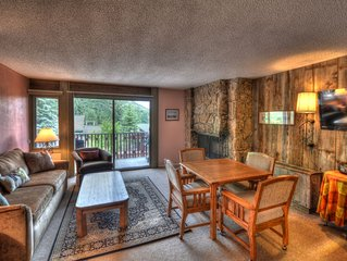 Cozy ski-in/ski-out condo w/ pool & hot tub access!