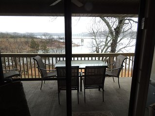 Awesome Lakefront Condo, Sleeps 8 LOW PRICES FOR FALL & WINTER