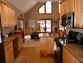 5BR Private Chalet in Forested Ridge - Deep Creek Lake
