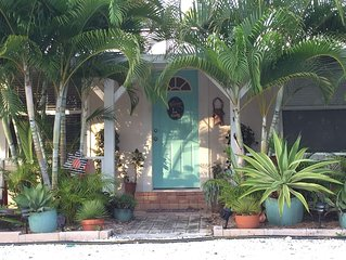 Cozy Private Duplex five Minutes from Nokomis Beach (Covid 19 cleaning)