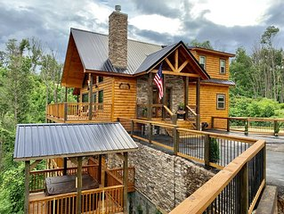 New Luxury Cabin! Movie Theater, Game Room, Man Cave, Hot Tub, FIRE PIT