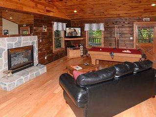 Love Shack- Cozy, Quiet, Clean Cabin  1 mile to Sevierville Convention.
