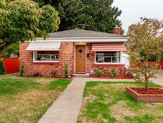 2 Bedroom Green Lake House with off street parking