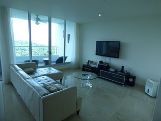 2-Bedroom Luxury Apt with Queen Sofabed