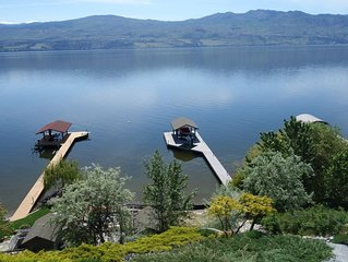 Lake Okanagan beachfront,dock, lawn,2 bdr with ensuites,beautiful views,sleep 6