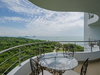 Great Views, Luxurious Resort & Amazing Amenities