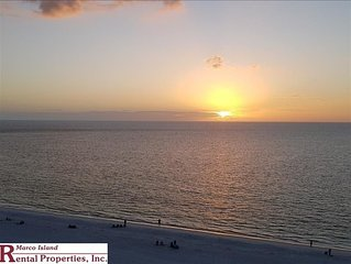 Sea Winds 1006: Beautiful 2 Bedroom Beachfront corner unit. TV in each bedroom,