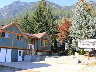 Base Camp Guest House - Whole House, 2 Hot-tubs, 2 Kitchens, Sleeps 16